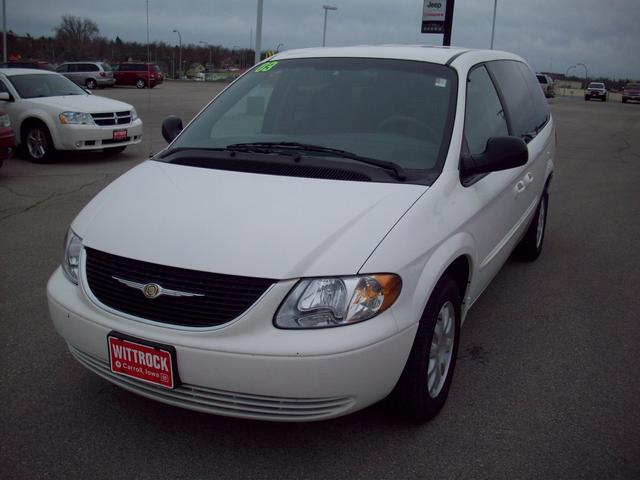 2003 Chrysler Town And Country #10