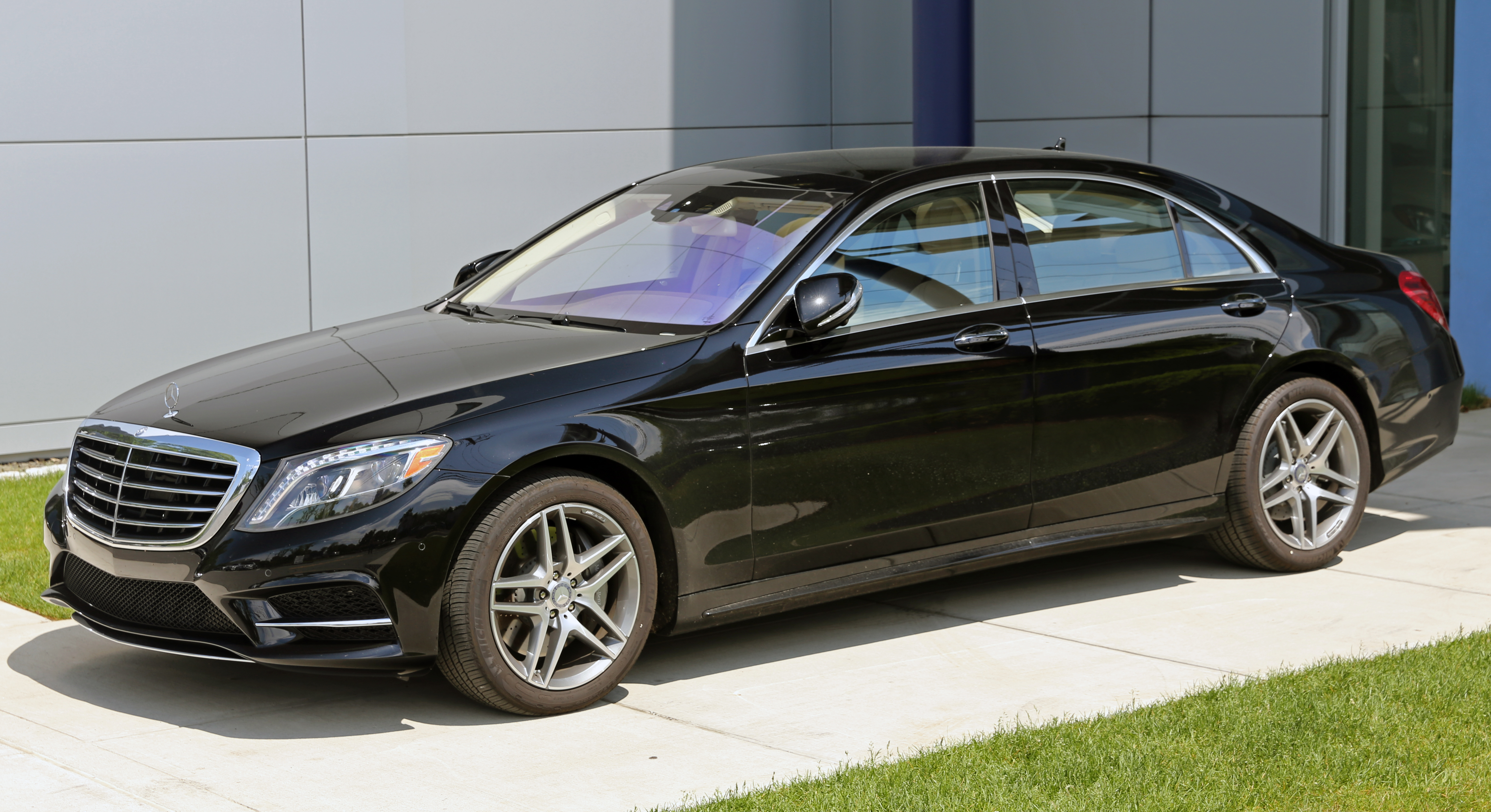 Mercedes benz s class photos informations articles for Mercedes benz in glendale