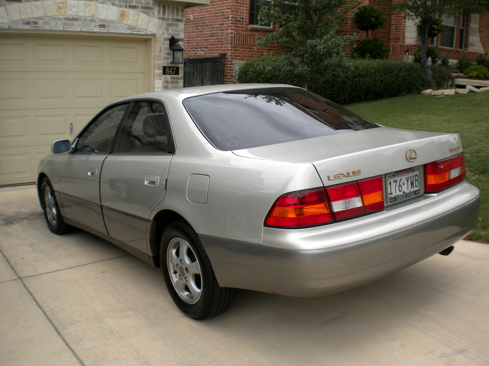 1999 Lexus IS #8