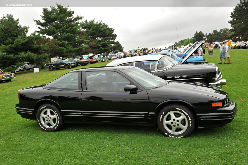 1997 Oldsmobile Cutlass Supreme #2