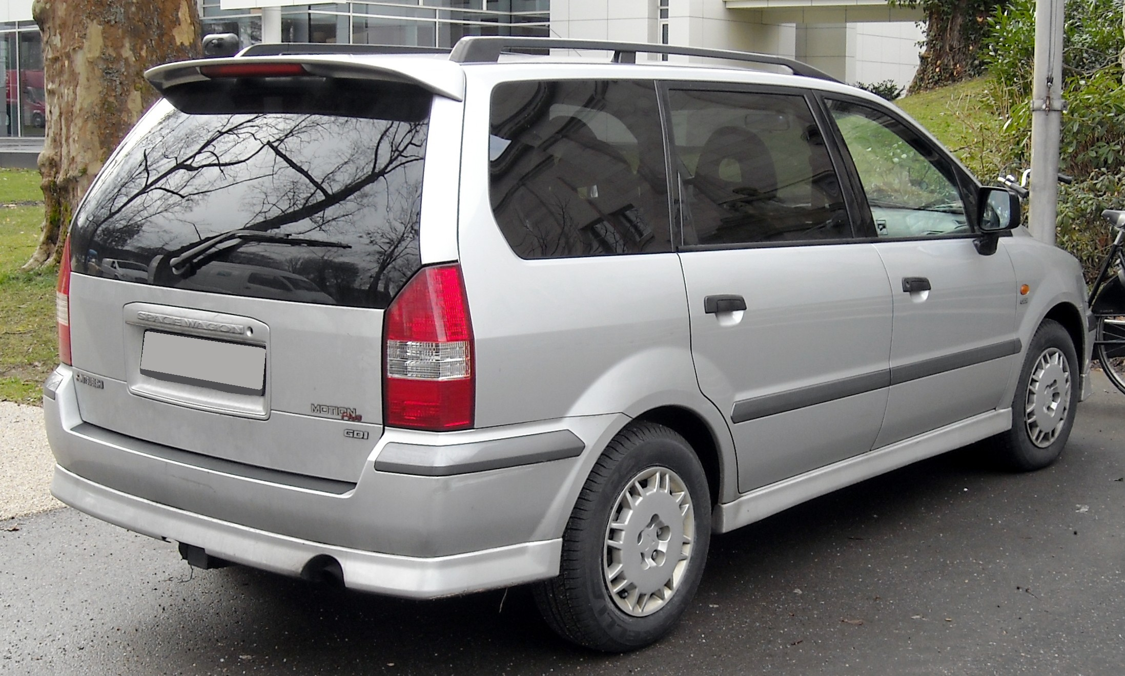 Mitsubishi Space Wagon #5