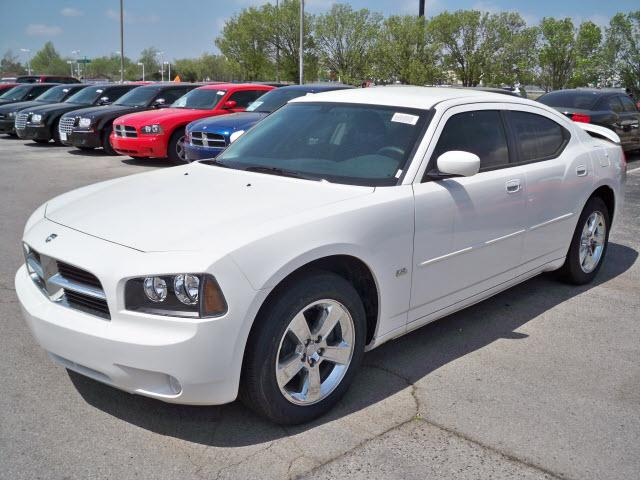 2010 Dodge Charger #8