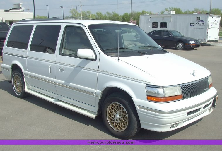 1994 Chrysler Town And Country #1