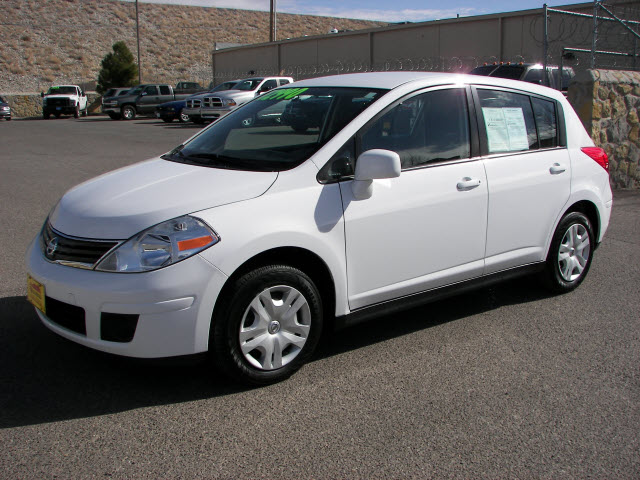 2011 nissan versa photos, informations, articles - bestcarmag