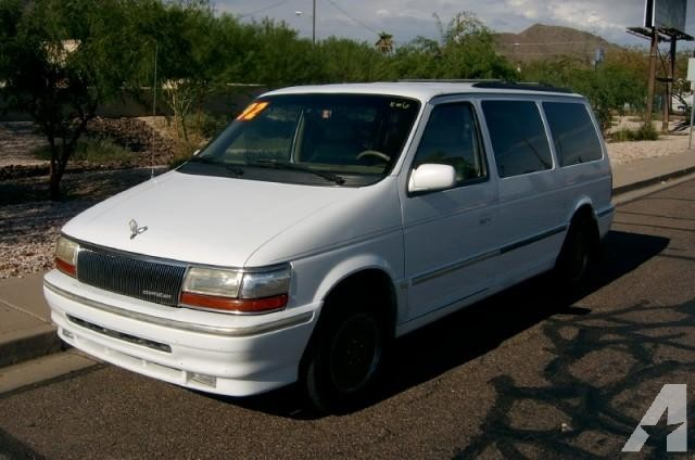 1992 Chrysler Town And Country #2