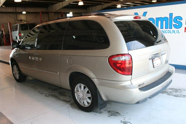 2006 Chrysler Town And Country #13