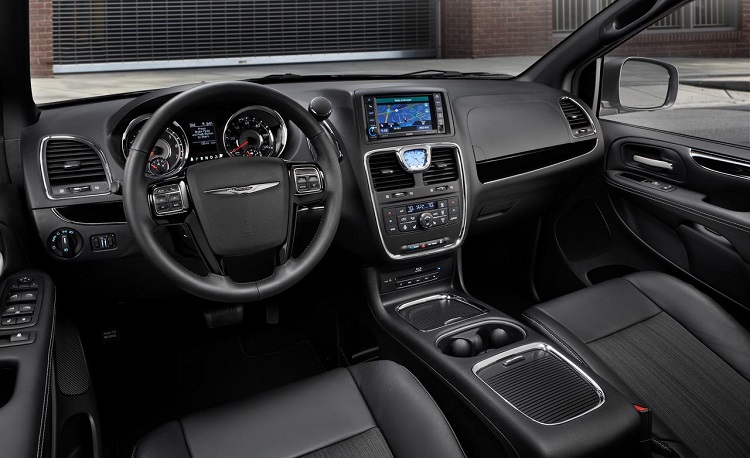 2015 Chrysler Town And Country #11
