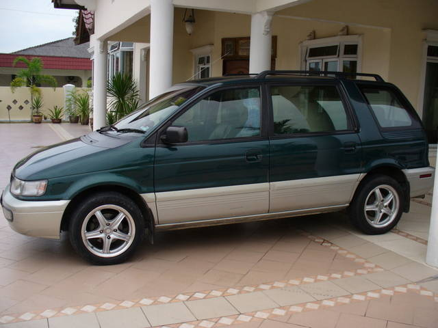 1997 Mitsubishi Space Wagon #9