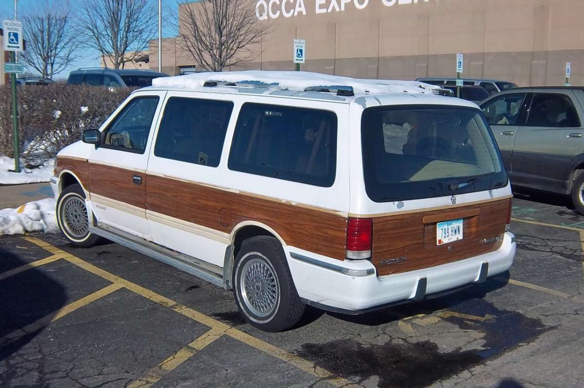 1991 Plymouth Grand Voyager #8