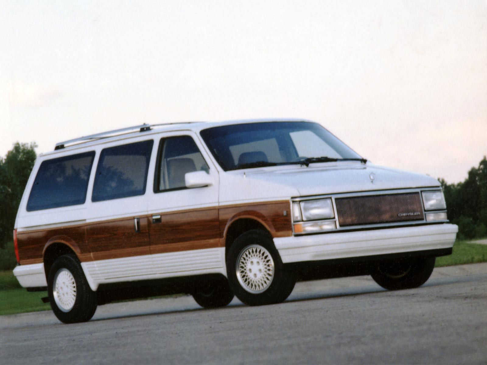 1990 Chrysler Town And Country 1