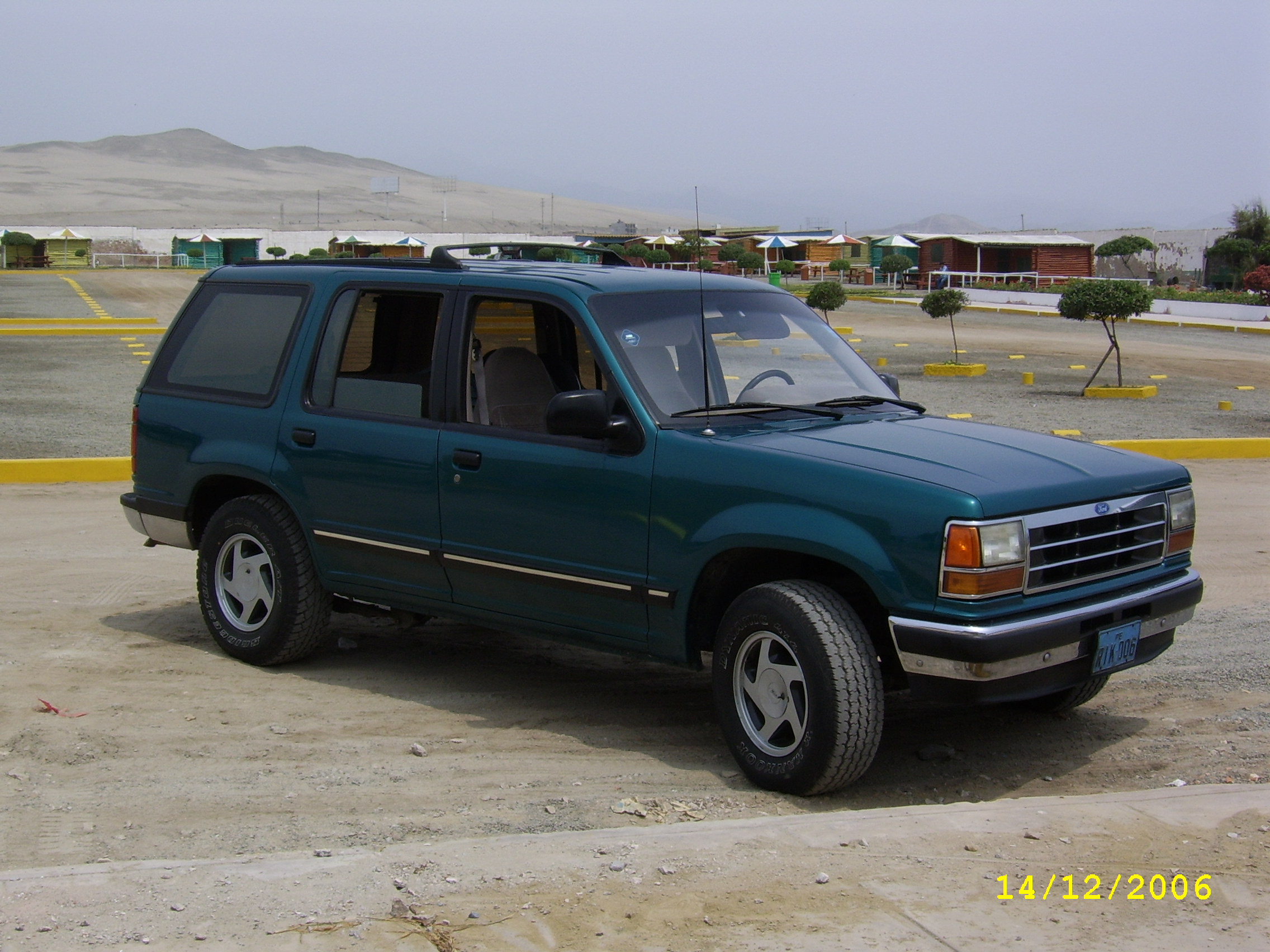 1992 ford explorer photos informations articles. Black Bedroom Furniture Sets. Home Design Ideas