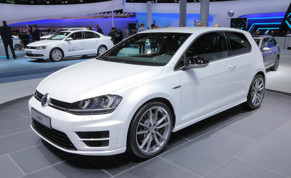 2015 Volkswagen Golf R #2