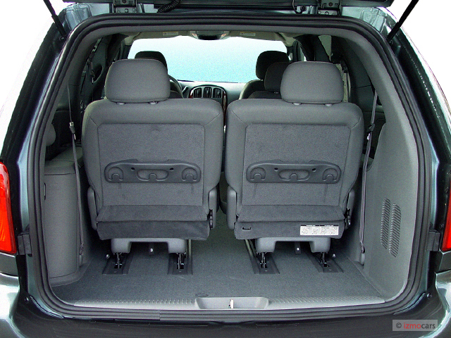 2004 Chrysler Town And Country #11