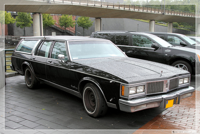 1990 Oldsmobile Custom Cruiser #17