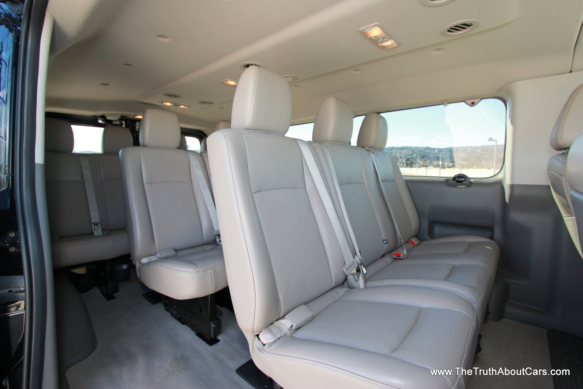 2013 Nissan Nv Passenger Photos Informations Articles