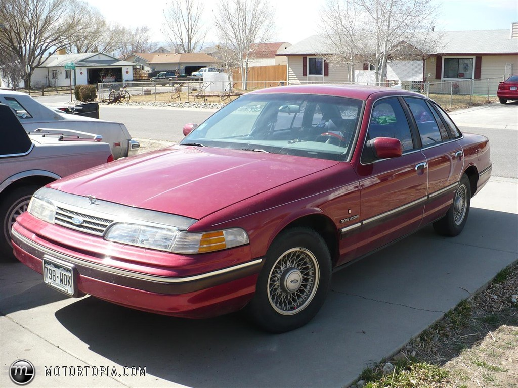 1994 Ford Crown Victoria #17