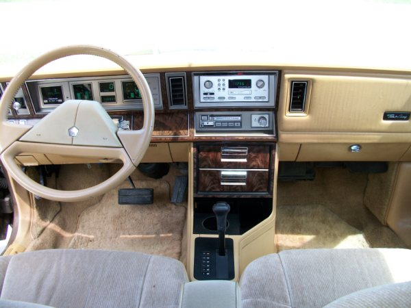 1992 Chrysler Town And Country #10