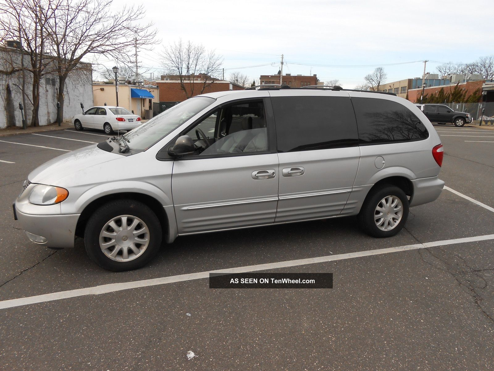 2003 Chrysler Town And Country #13
