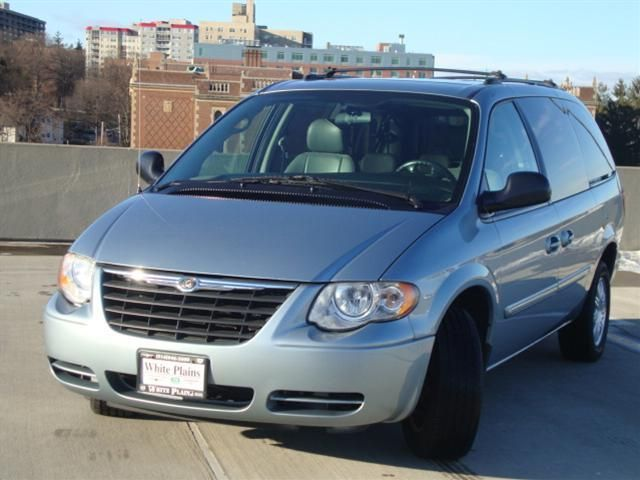 2004 Chrysler Town And Country #5