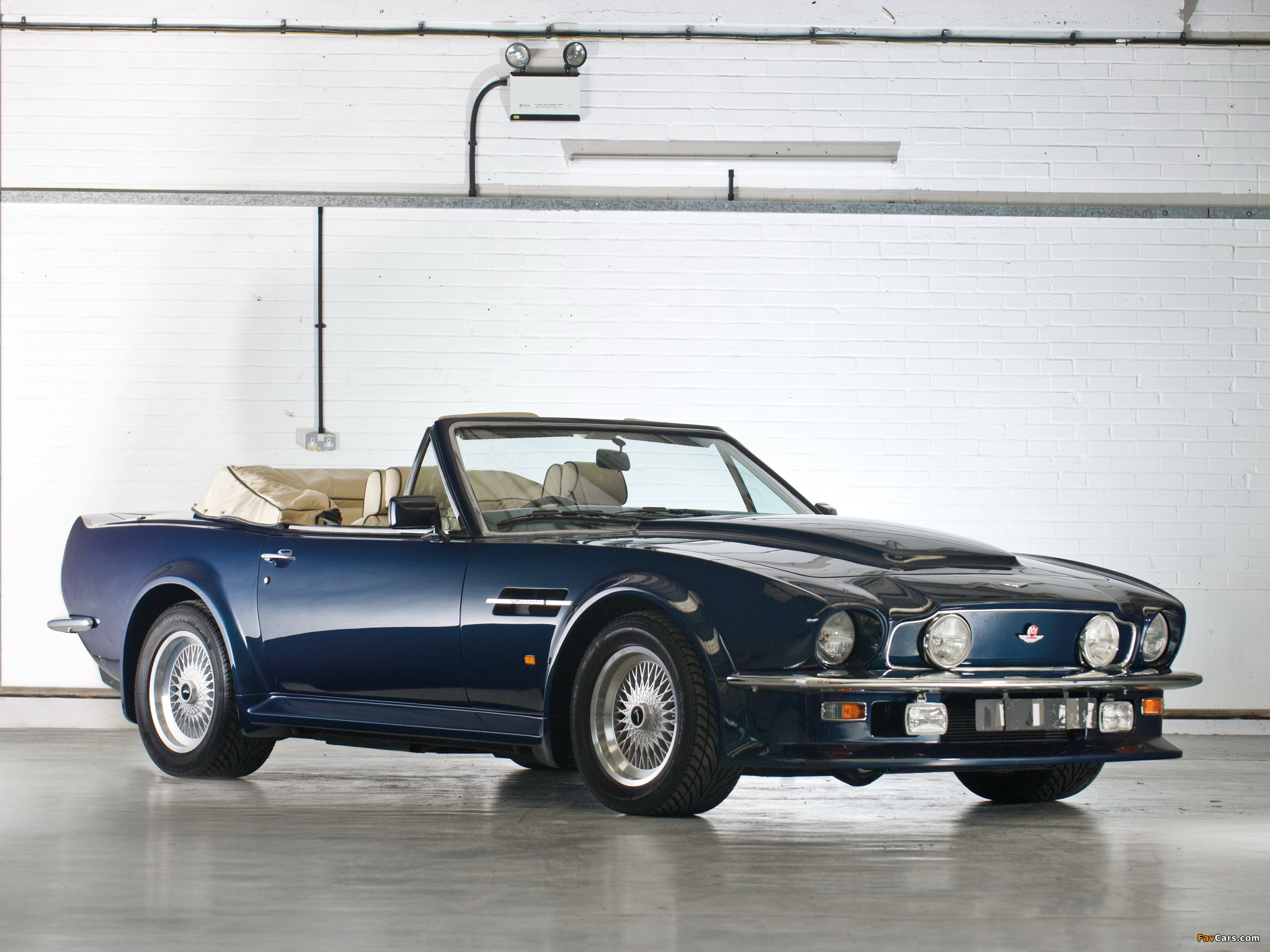 1987 aston martin v8 volante photos informations articles. Black Bedroom Furniture Sets. Home Design Ideas