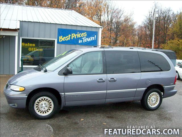 1996 Chrysler Town And Country #4