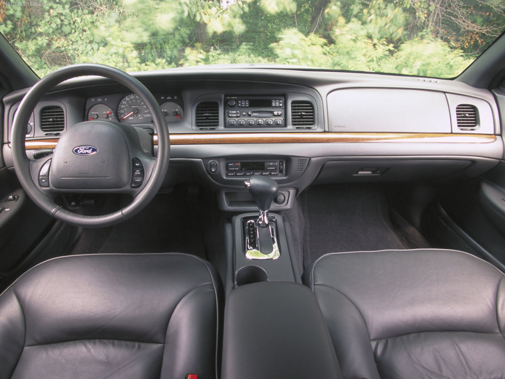 2002 Ford Crown Victoria #12
