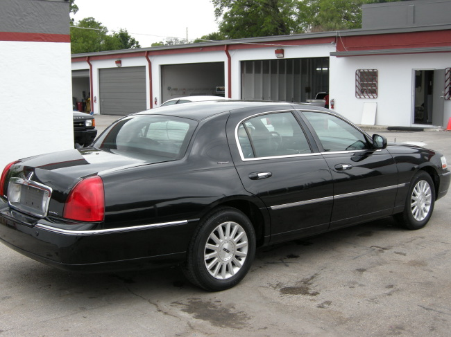 2003 Lincoln Town Car Photos Informations Articles Bestcarmag Com