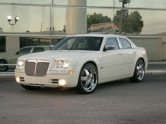 2005 Chrysler 300 #12
