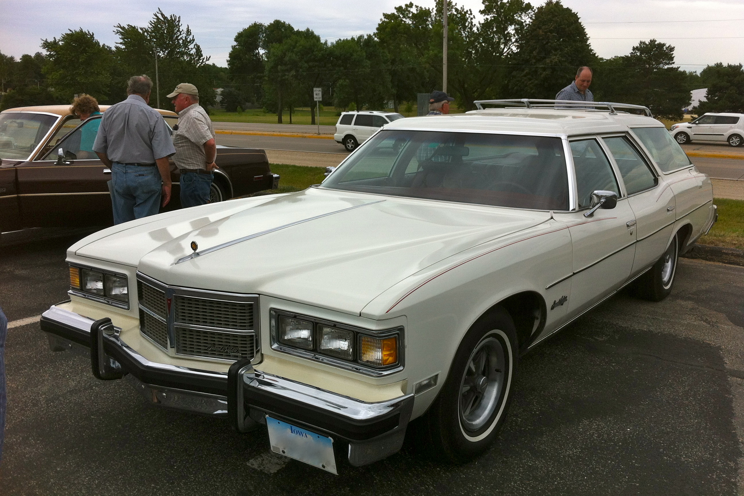 Pontiac Grand Safari #6