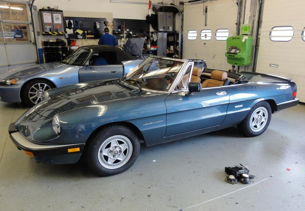 1987 Alfa Spider Wiring Diagram additionally Alfa Romeo GT furthermore 2014 Jeep Srt With Whipple Supercharger as well 1991 Alfa Romeo Spider Wiring Diagram additionally Find the obd socket. on alfa romeo spider fuse box
