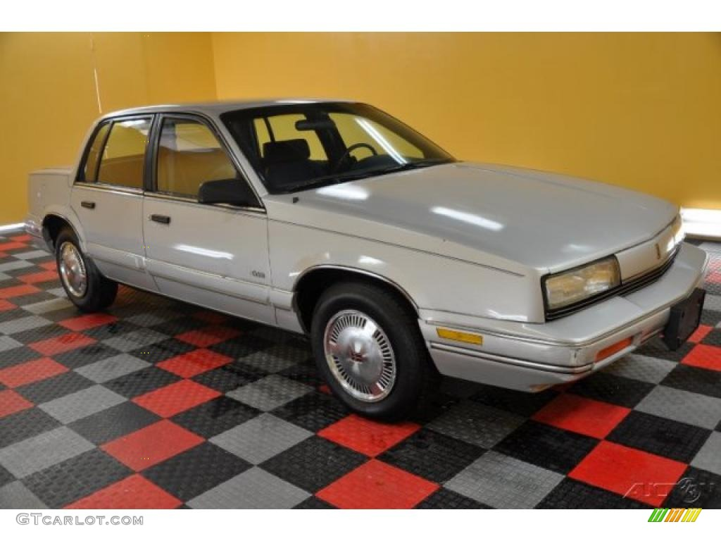 1990 Oldsmobile Cutlass Calais #15