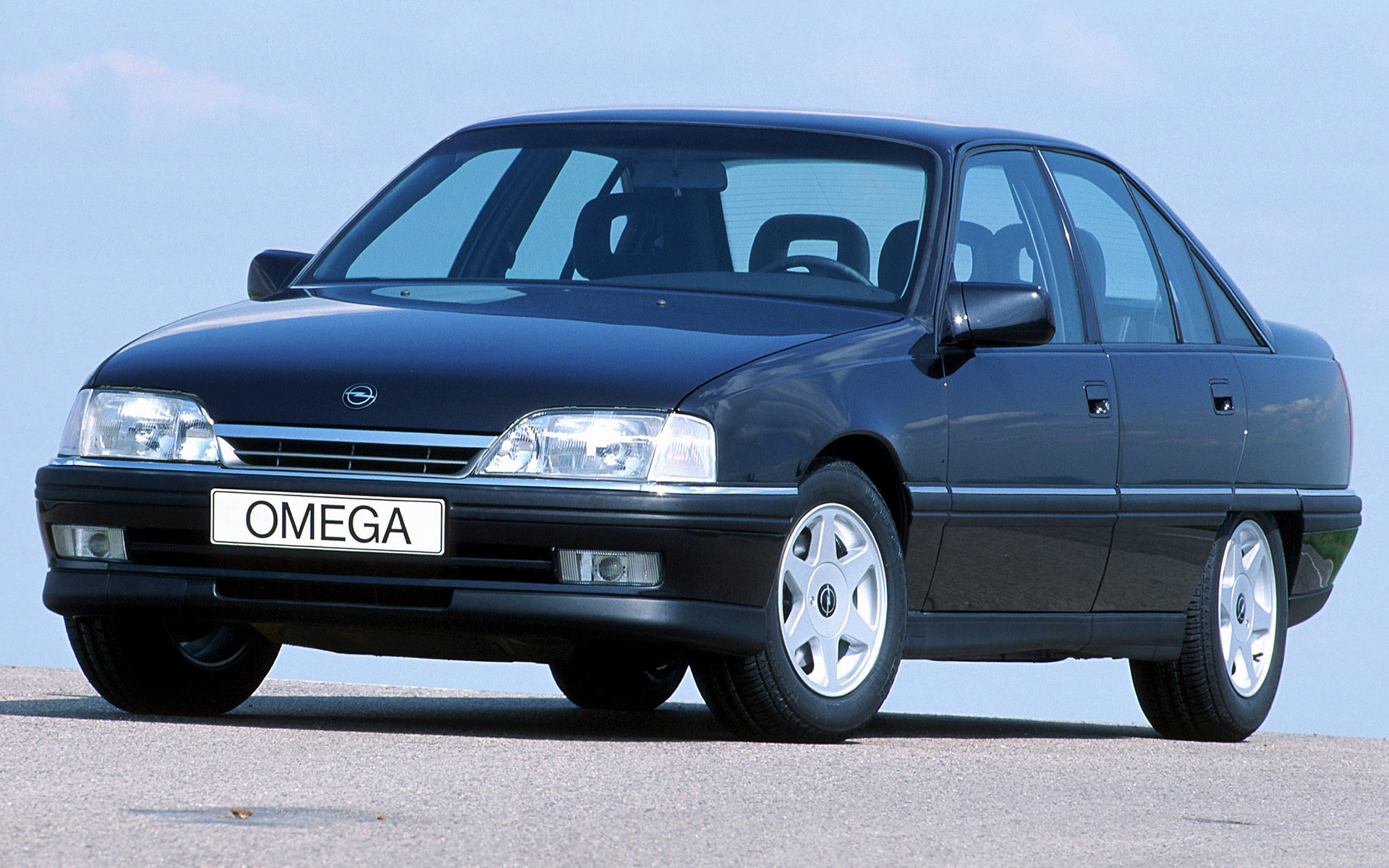 1990 opel omega photos informations articles. Black Bedroom Furniture Sets. Home Design Ideas
