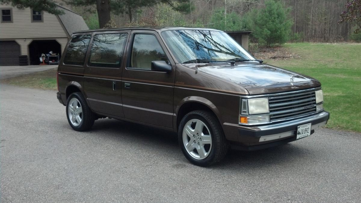 1990 Plymouth Voyager #17