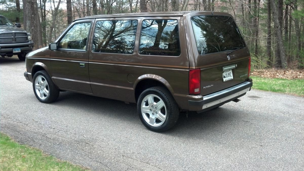1990 Plymouth Voyager #18