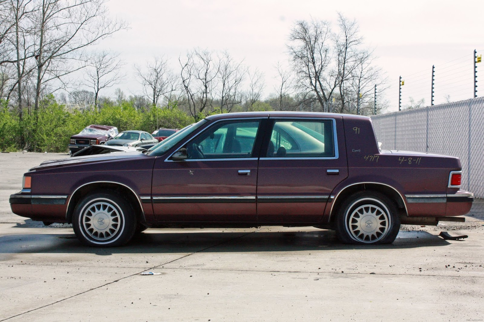 1991 Dodge Dynasty Photos, Informations, Articles - BestCarMag.com