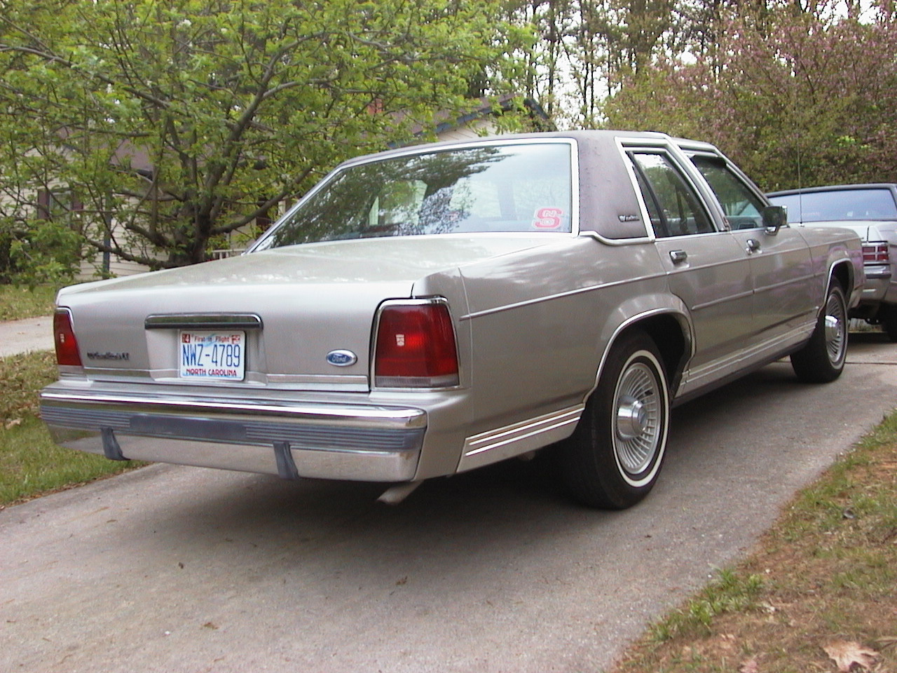 1991 Ford Ltd Crown Victoria #17