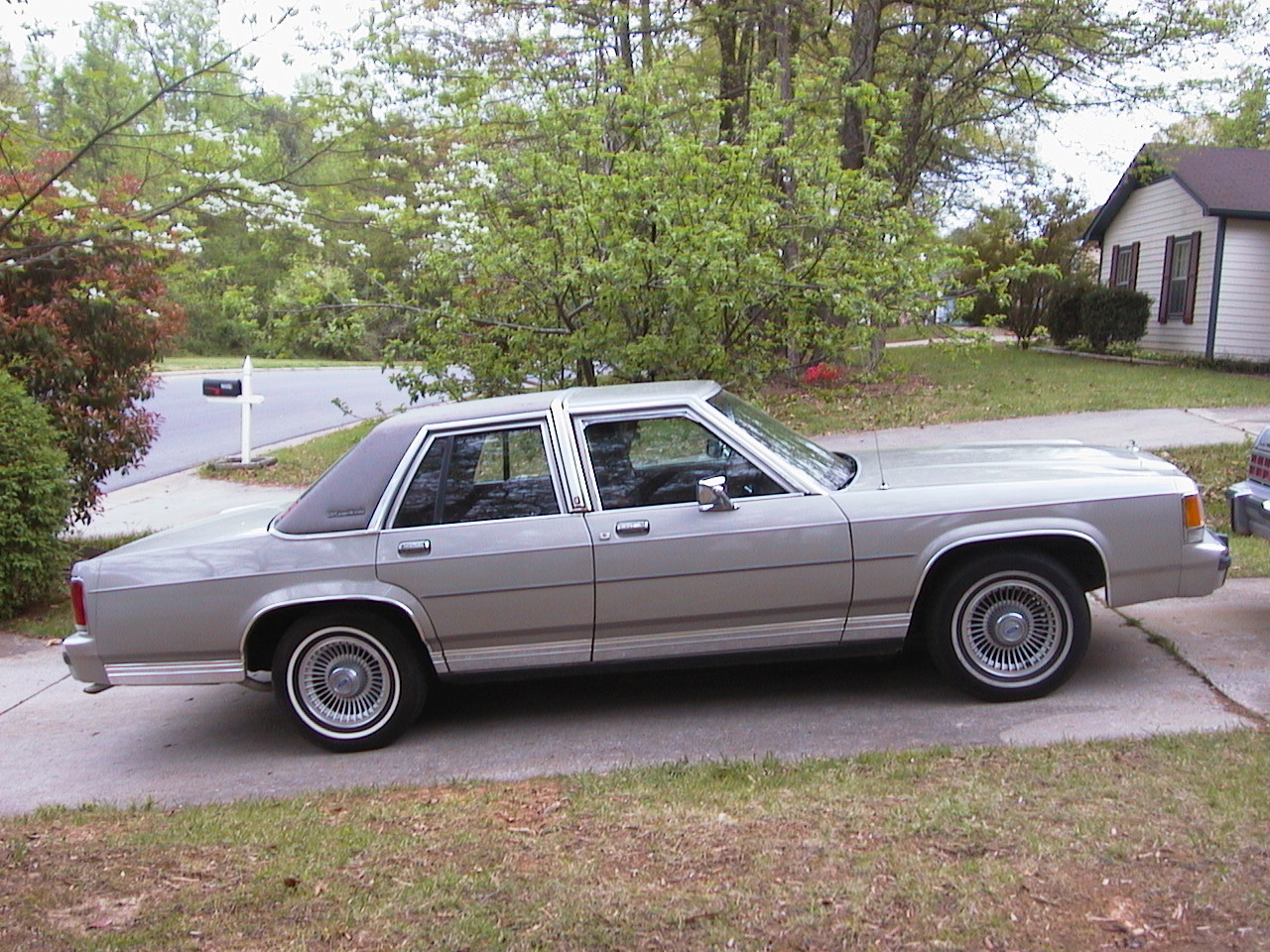 1991 Ford Ltd Crown Victoria #18