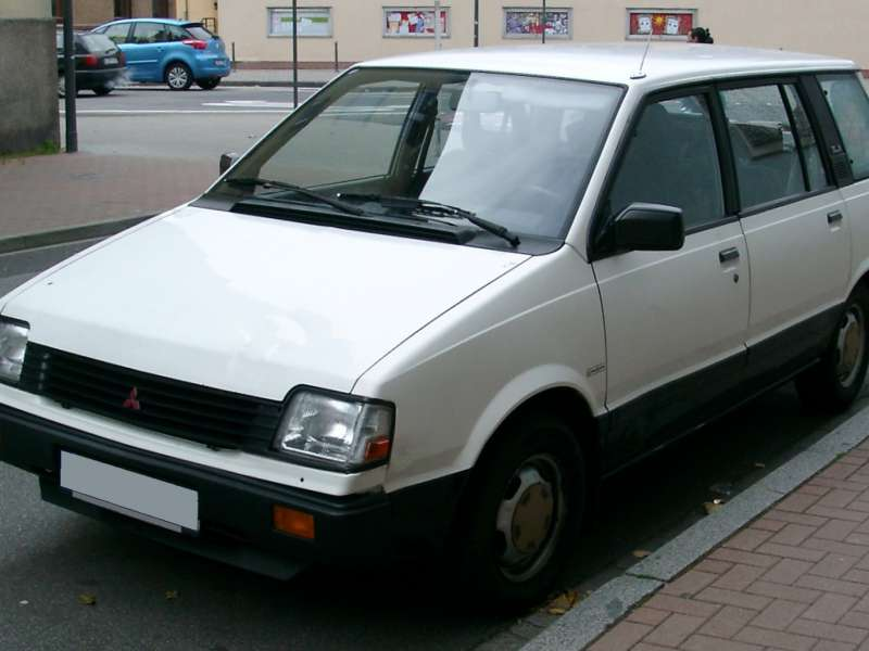1991 Mitsubishi Space Wagon #17