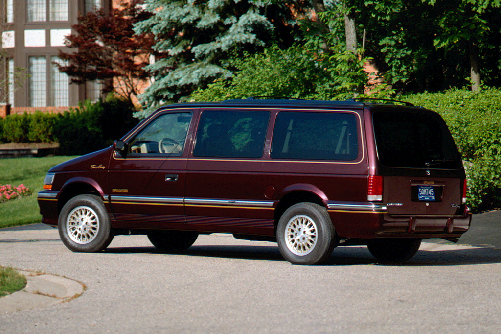 1992 Chrysler Town And Country #13
