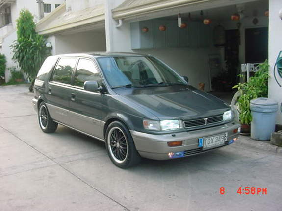 1992 Mitsubishi Space Wagon #11