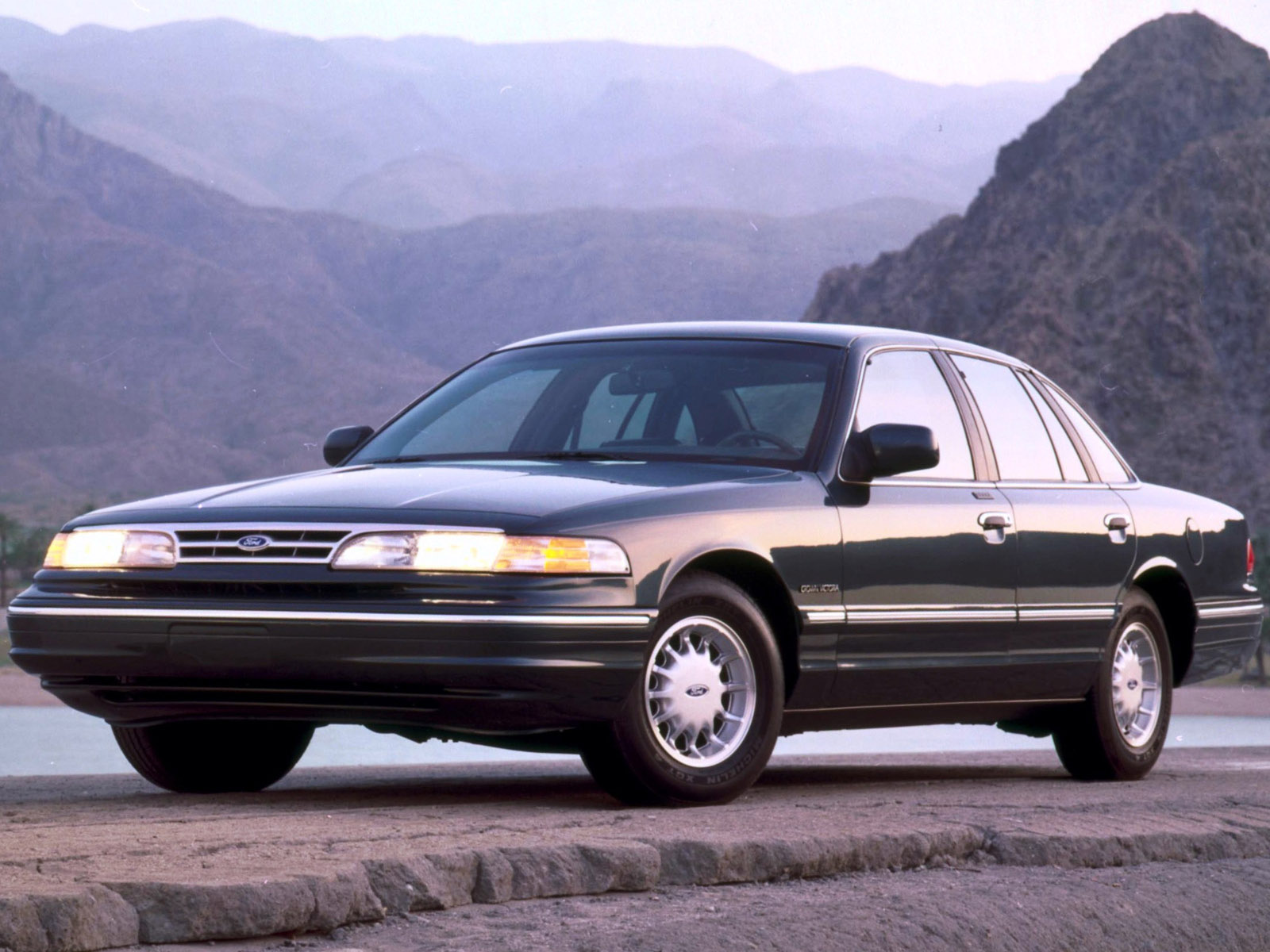 1995 Ford Crown Victoria #17