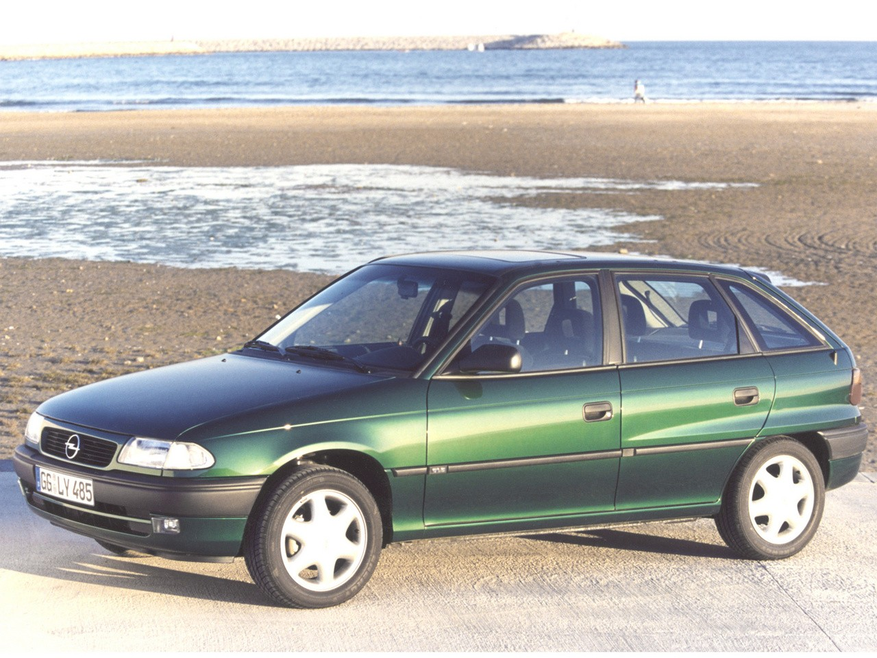 1995 opel astra photos informations articles. Black Bedroom Furniture Sets. Home Design Ideas