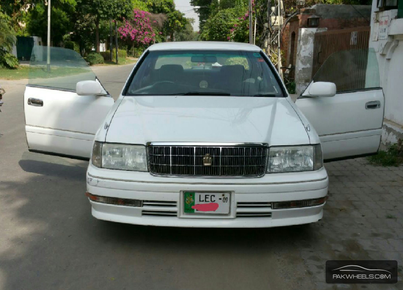 1995 Toyota Crown Photos, Informations, Articles - BestCarMag.com