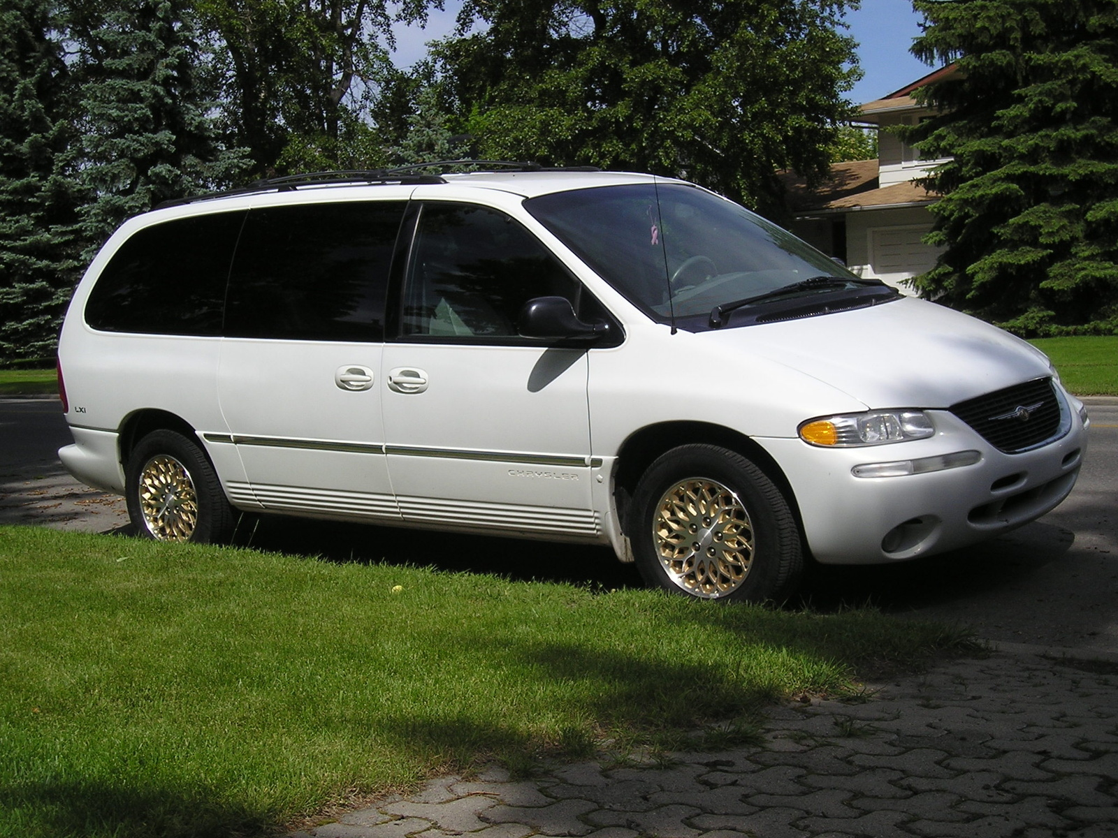 1996 Chrysler Town And Country #17