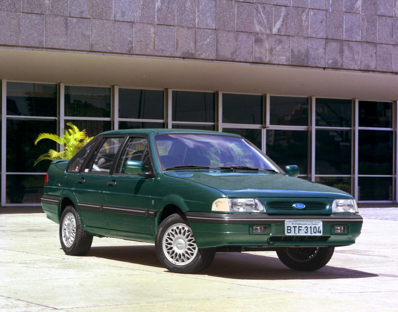 1997 Ford Versailles #20
