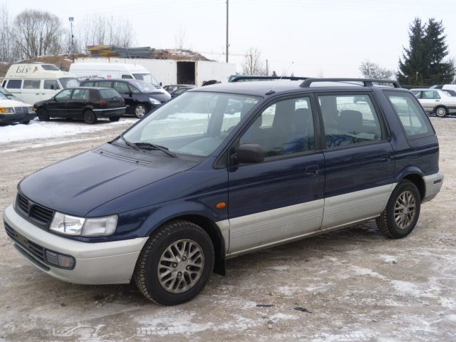 1997 Mitsubishi Space Wagon #19