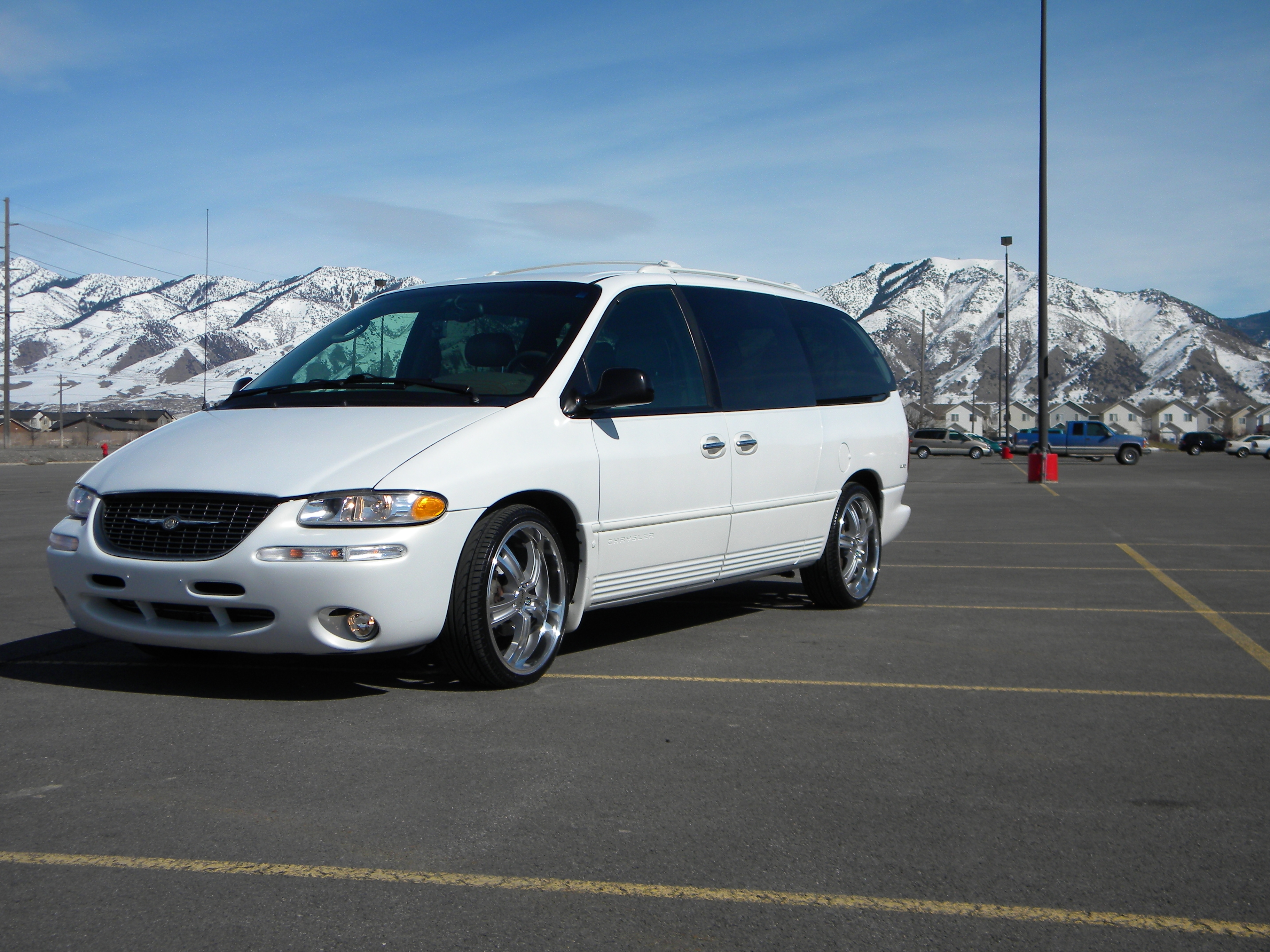 1999 Chrysler Town And Country #13