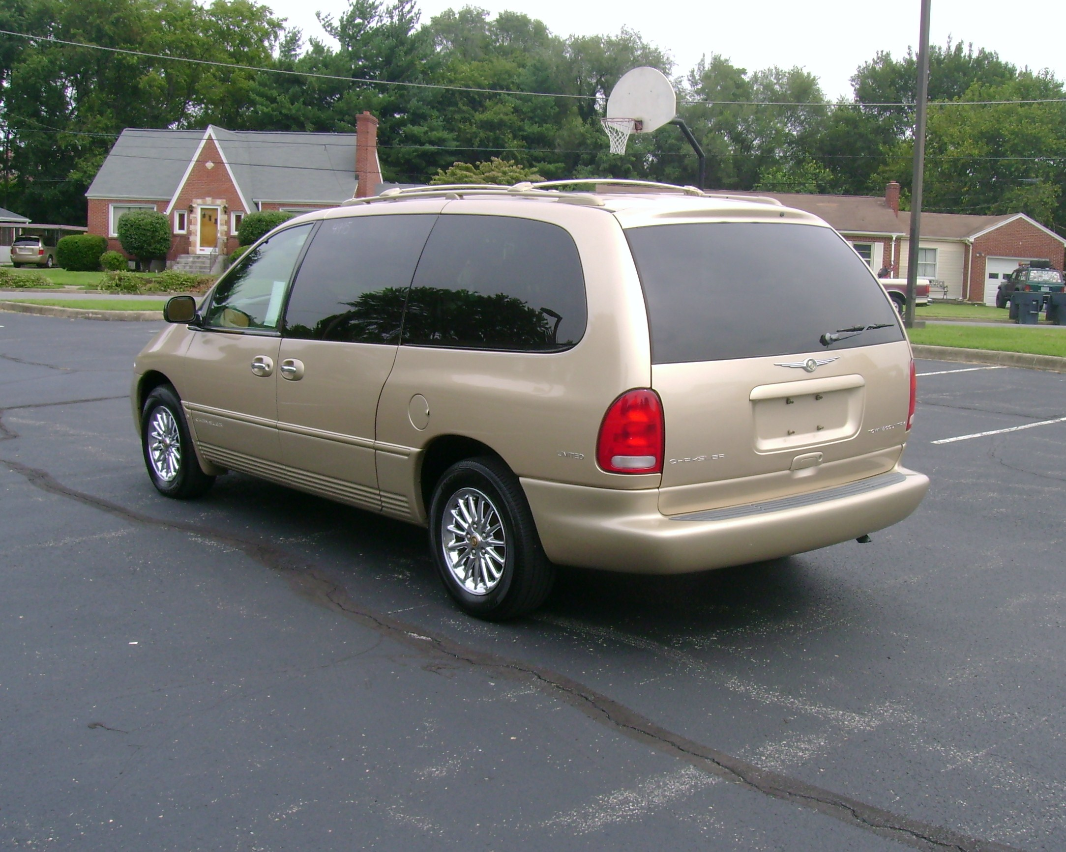 1999 Chrysler Town And Country #16