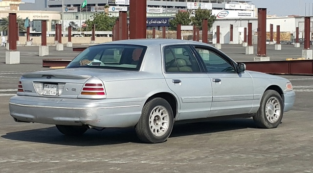 1999 Ford Crown Victoria #16