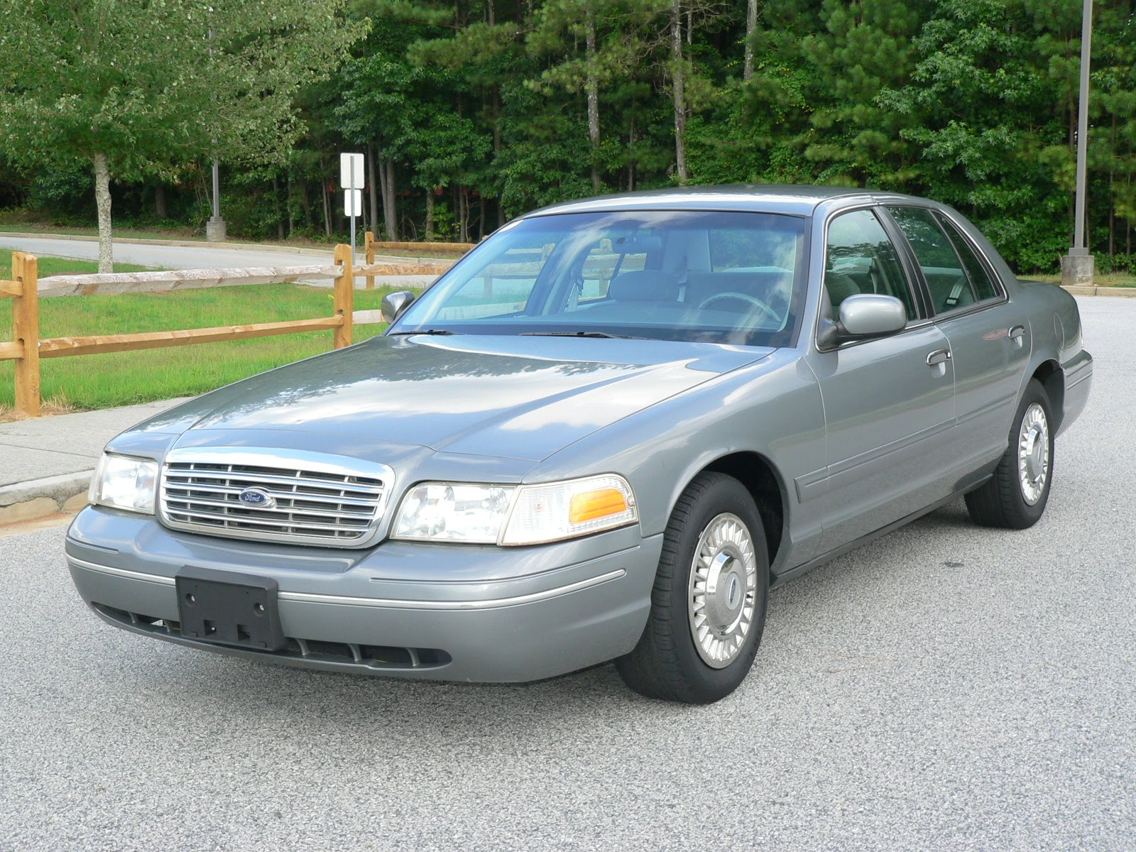 1999 Ford Crown Victoria #14